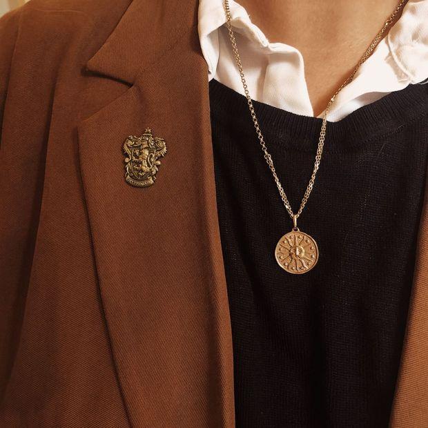 Hay là năm nay bạn thử mặc theo kiểu Dark Academia, biết đâu lại toát ra vibe quý tộc châu Âu - Ảnh 8.