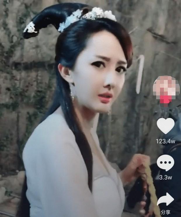 Đáng thương nữ hoàng phim rác xứ Trung: 10 năm chả có bộ nào trên 6 điểm, bất chấp dao kéo nhưng có cứu nổi danh tiếng bết bát? - Ảnh 8.