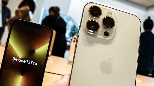 iPhone 13 đến tay khách hàng muộn hơn dự kiến - Ảnh 1.