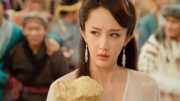 Đáng thương nữ hoàng phim rác xứ Trung: 10 năm chả có bộ nào trên 6 điểm, bất chấp dao kéo nhưng có cứu nổi danh tiếng bết bát? - Ảnh 1.