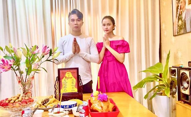 Vợ chồng Khánh Đơn lập di ảnh viếng NS Phi Nhung tại nhà, xót xa khi nhớ về đàn chị thân thiết - Ảnh 2.