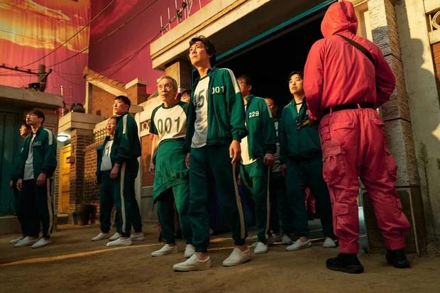 Netflix khẳng định Squid Game trên đà lập kỷ lục đỉnh nhất lịch sử, điểm số gây bất ngờ cực độ vì mác đạo nhái - Ảnh 5.