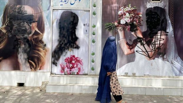 Chấm dứt rồi, chúng tôi sẽ là mục tiêu của Taliban: Lời tâm sự trong nước mắt của nữ nghệ sĩ trang điểm về tương lai tăm tối tại Afghanistan - Ảnh 1.