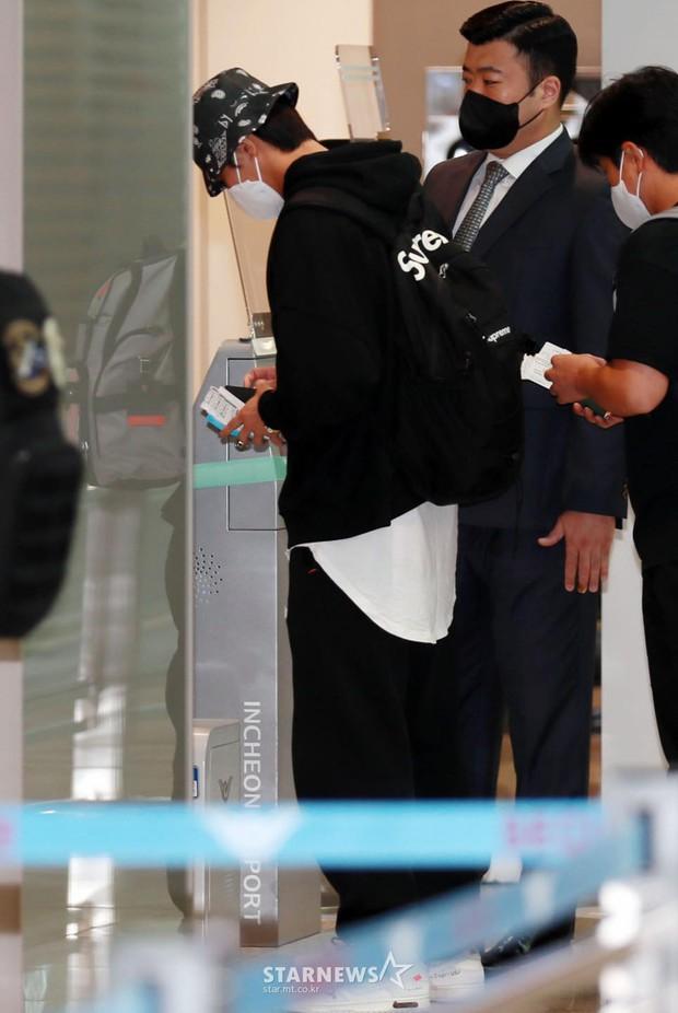 Park Seo Joon kín mít mà vẫn náo loạn sân bay vì soái khí ngút ngàn, chính thức xuất phát sang Mỹ đóng bom tấn Captain Marvel - Ảnh 6.