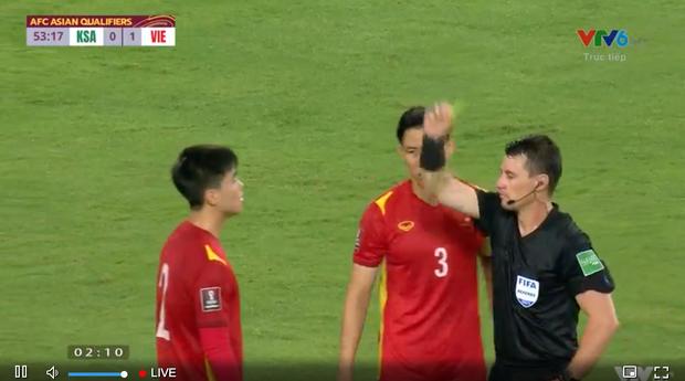 Hình ảnh thương nhất trên sân bóng: Quế Ngọc Hải chắp tay, năn nỉ trọng tài sau khi Duy Mạnh bị phạt thẻ đỏ - Ảnh 6.