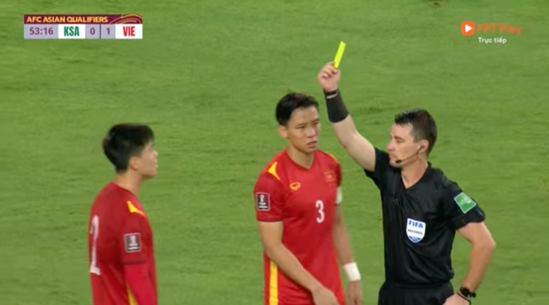 Hình ảnh thương nhất trên sân bóng: Quế Ngọc Hải chắp tay, năn nỉ trọng tài sau khi Duy Mạnh bị phạt thẻ đỏ - Ảnh 5.