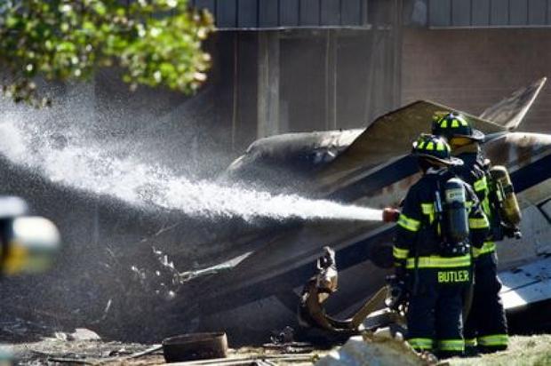 Máy bay đâm vào tòa nhà thuộc tập đoàn của cựu Tổng thống Mỹ Trump, 4 người thiệt mạng - Ảnh 1.