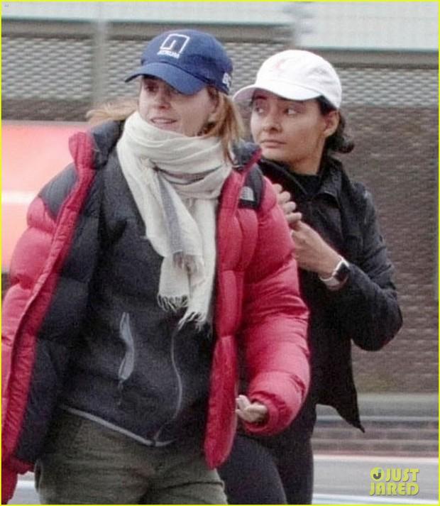 Không nhận ra Hermione Emma Watson ngày nào: Đi phi cơ riêng nhưng ngoại hình già xọm kém sắc đến ngỡ ngàng - Ảnh 5.
