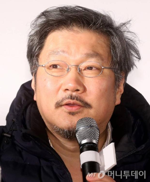 Top 1 Naver: Đạo diễn 60 tuổi lột xác sau khi yêu tiểu tam trơ trẽn nhất showbiz Hàn, nhưng sao lại gây tranh cãi kịch liệt? - Ảnh 2.