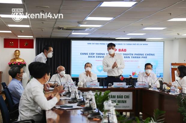TP.HCM họp báo công bố chỉ thị mới về kế hoạch phòng chống dịch, phục hồi kinh tế từ ngày 1/10 - Ảnh 1.