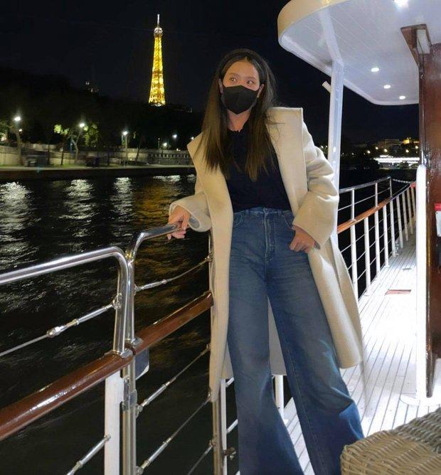 Hé lộ bữa tối của Jisoo (BLACKPINK) với giám đốc Dior quyền lực trên du thuyền sang chảnh, đôi chân dài chiếm trọn spotlight - Ảnh 3.