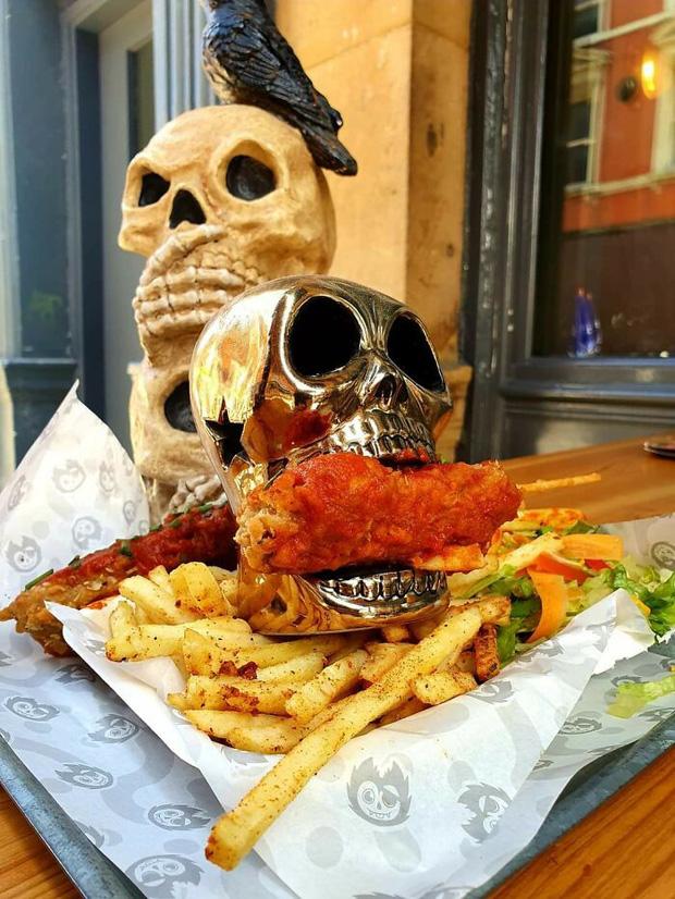 19 màn bày biện đồ ăn siêu quái dị làm thực khách choáng váng tự nhủ biết thế ăn cơm nhà cho lành - Ảnh 3.