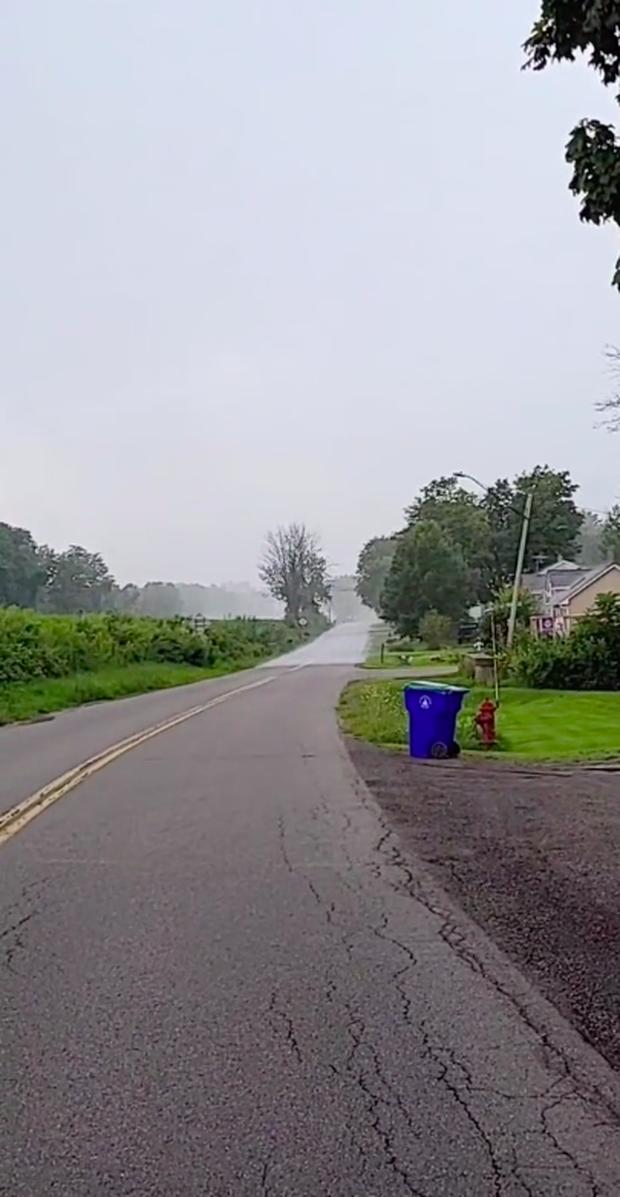 """Clip SIÊU HIẾM: Cảnh tượng cơn mưa """"đuổi theo"""" con người, dù thế nào chúng ta cũng không chạy thoát được! - Ảnh 3."""
