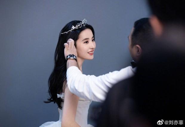 Lưu Diệc Phi trên ảnh quảng cáo Chaumet: Diễm lệ đến mức có người coi là Đại sứ đẹp nhất châu Á, lu mờ cả Song Hye Kyo? - Ảnh 3.