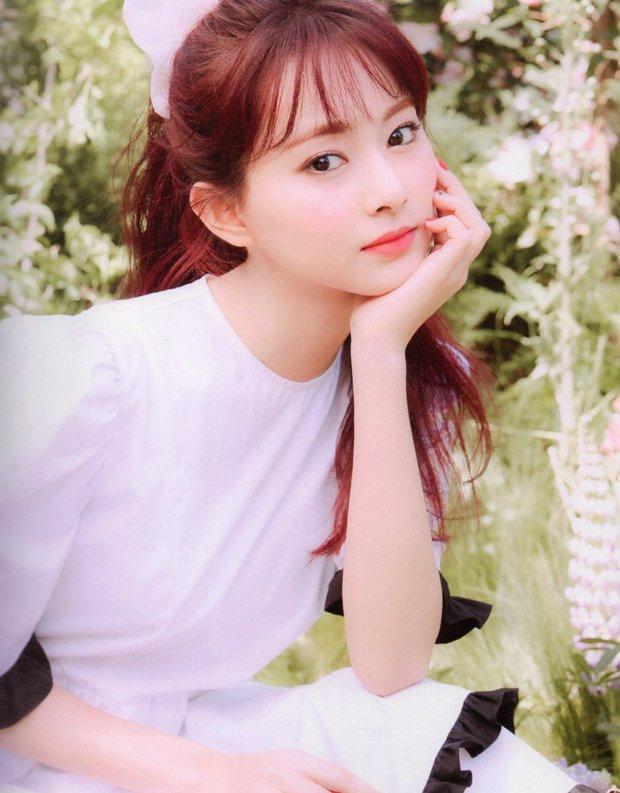 Tranh cãi ảnh tạp chí của Tzuyu (TWICE): Gương mặt đẹp nhất thế giới nhưng đơ như tượng sáp, đến clip hậu trường lại khác hẳn - Ảnh 8.