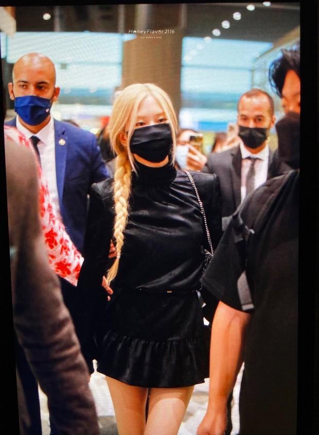 Rosé (BLACKPINK) đổ bộ sân bay Paris về Hàn sau Fashion Week: Mặt xinh như tiên tử, nhưng váy ngắn cũn chỉ sợ hớ hênh - Ảnh 5.