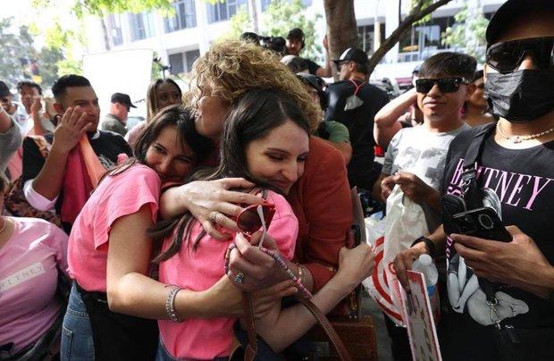 Chính thức: Britney Spears sau 13 năm cuối cùng đã tự do, bố ruột bị Tòa án đình chỉ quyền bảo hộ ngay trong hôm nay! - Ảnh 3.