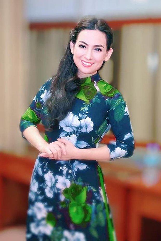 Hồ Văn Cường đeo khăn tang, lộ diện buồn bã trong tang lễ NS Phi Nhung, mẹ ruột nam ca sĩ cũng có mặt - Ảnh 7.