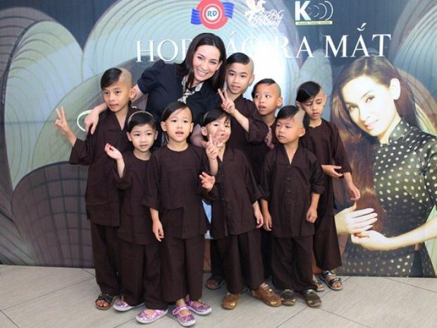 Tỷ phú Hoàng Kiều muốn nhận nuôi 23 người con, đại diện ca sĩ Phi Nhung nói gì? - Ảnh 3.