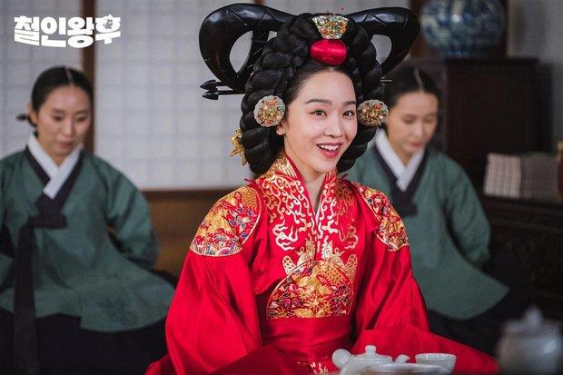 6 phim cổ trang Hàn vừa hài té ghế vừa ngọt sâu răng: Mr. Queen toàn chúa hề, thái giám Kim Yoo Jung sến chảy tim - Ảnh 1.