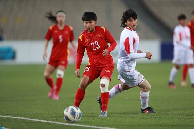 Nhất bảng với 23 bàn thắng, HLV Mai Đức Chung vẫn trăn trở về lối chơi của tuyển nữ Việt Nam - Ảnh 2.