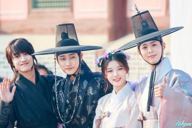 6 phim cổ trang Hàn vừa hài té ghế vừa ngọt sâu răng: Mr. Queen toàn chúa hề, thái giám Kim Yoo Jung sến chảy tim - Ảnh 12.