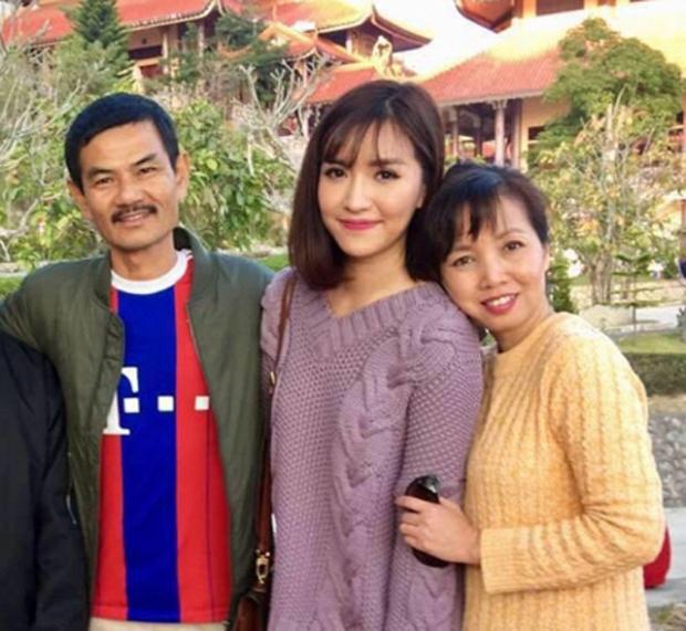 Ngày sinh nhật tuổi 33 của con gái, mẹ Bích Phương đăng chiếc ảnh chế cà khịa gái ế đúng kiểu chán chả buồn nói! - Ảnh 4.