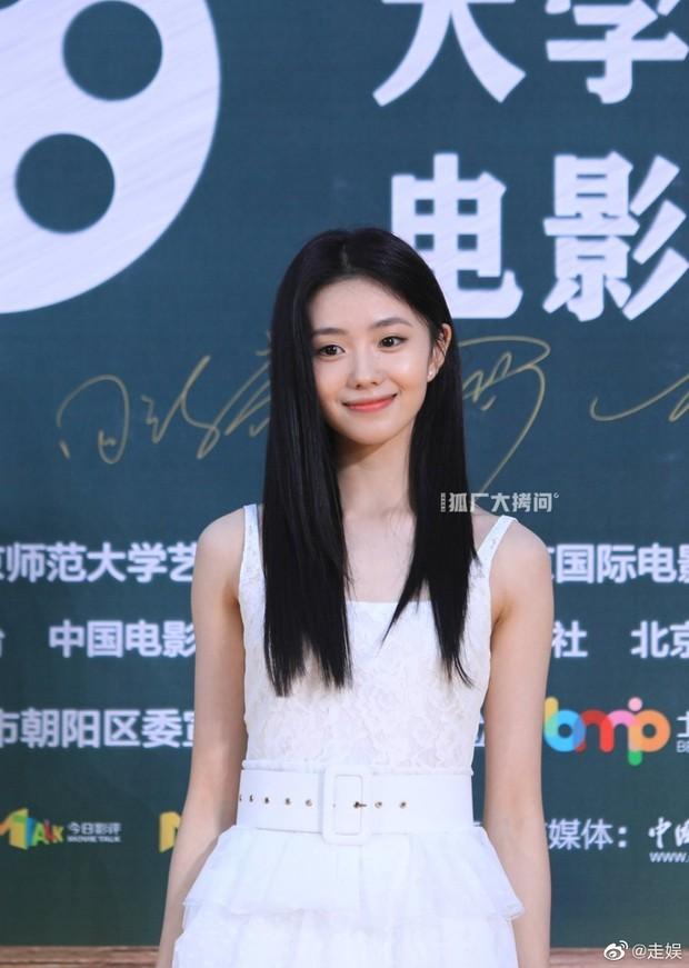 Thảm đỏ Student Awards: Tình địch Dương Mịch chặt chém bạn gái Dương Dương, ai ngờ bị nàng thơ mới lu mờ không thương tiếc - Ảnh 7.