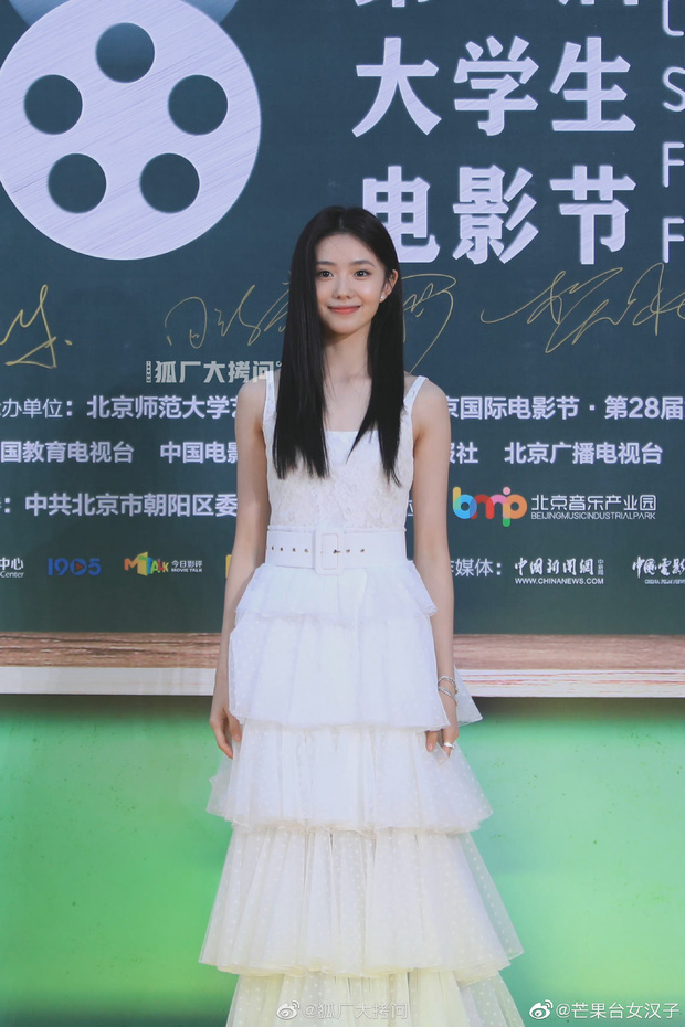 Thảm đỏ Student Awards: Tình địch Dương Mịch chặt chém bạn gái Dương Dương, ai ngờ bị nàng thơ mới lu mờ không thương tiếc - Ảnh 6.