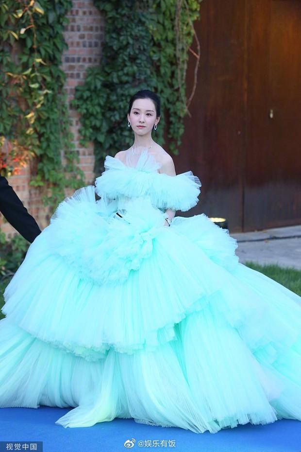 Thảm đỏ Student Awards: Tình địch Dương Mịch chặt chém bạn gái Dương Dương, ai ngờ bị nàng thơ mới lu mờ không thương tiếc - Ảnh 3.