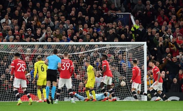 Ronaldo ghi bàn phút cuối cùng, giải cứu MU khỏi thảm hoạ ngay trên sân nhà - Ảnh 11.