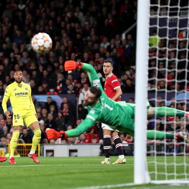 Ronaldo ghi bàn phút cuối cùng, giải cứu MU khỏi thảm hoạ ngay trên sân nhà - Ảnh 5.