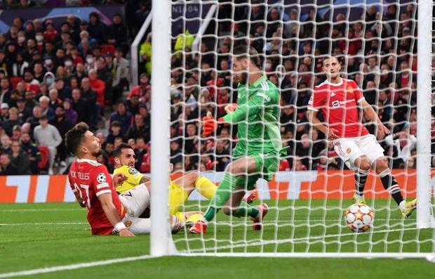 Ronaldo ghi bàn phút cuối cùng, giải cứu MU khỏi thảm hoạ ngay trên sân nhà - Ảnh 8.