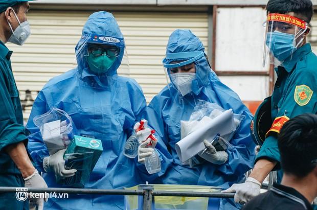 Hà Nội: Tối 30/9, phát hiện nam thanh niên dương tính SARS-CoV-2 ở Hoàn Kiếm, đi khám tại BV Medlatec - Ảnh 2.