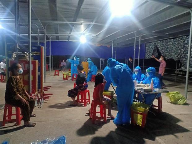 Nghệ An: Phát hiện 11 người thân trong một gia đình dương tính SARS-CoV-2 - Ảnh 1.
