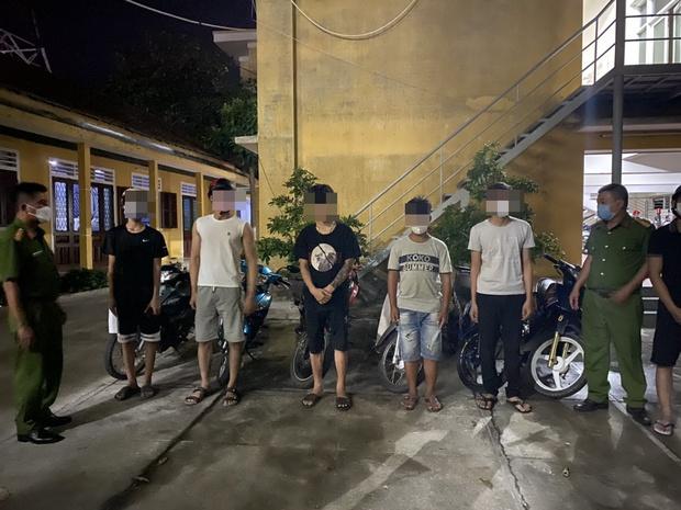 Xử lý gần 100 quái xế say xỉn càn quấy gây náo loạn đường phố ở Huế - Ảnh 1.