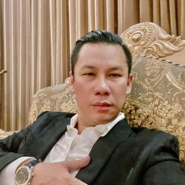 Một đại gia khét tiếng ở Việt Nam khoe quà sinh nhật mà ai cũng run rẩy, nguyên nhân đến từ chiếc bánh kem hiếm gặp  - Ảnh 1.
