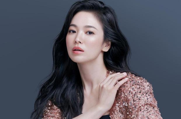 Sao Hàn có thu nhập khủng nhất năm 2021: Mợ chảnh và Kim Soo Hyun so kè khốc liệt, Song Joong Ki thế mà đè bẹp Song Hye Kyo? - Ảnh 8.