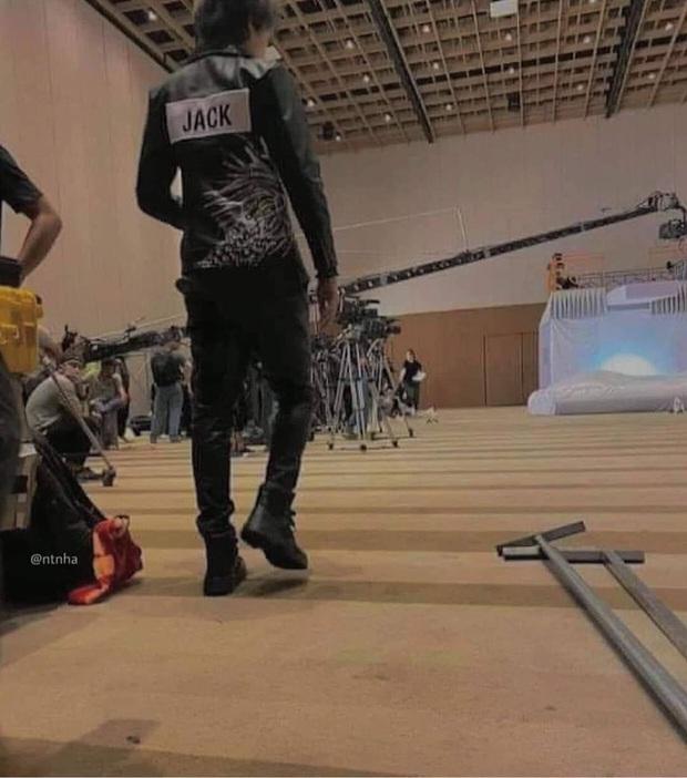 Lộ ảnh rõ diện mạo tại hậu trường cạnh Jun Phạm, Jack không hề bị bay màu khỏi Running Man Việt mùa 2?  - Ảnh 4.