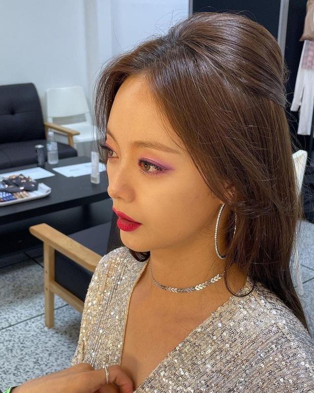 Jeon So Min khoe visual khác lạ trước giờ fan meeting Running Man nhưng bị chê tơi tả vì makeup - Ảnh 5.