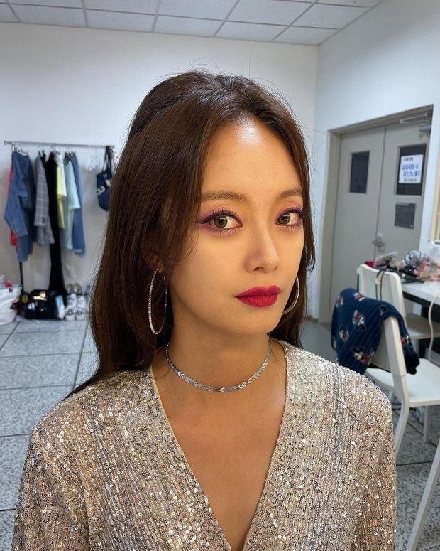 Jeon So Min khoe visual khác lạ trước giờ fan meeting Running Man nhưng bị chê tơi tả vì makeup - Ảnh 1.