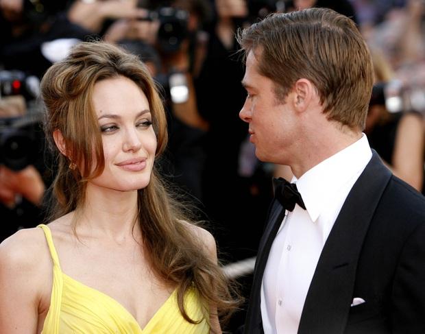 Angelina Jolie trải lòng về vụ bị ông trùm nghiện sex quấy rối, thái độ khó hiểu của Brad Pitt gây tranh cãi nảy lửa - Ảnh 2.