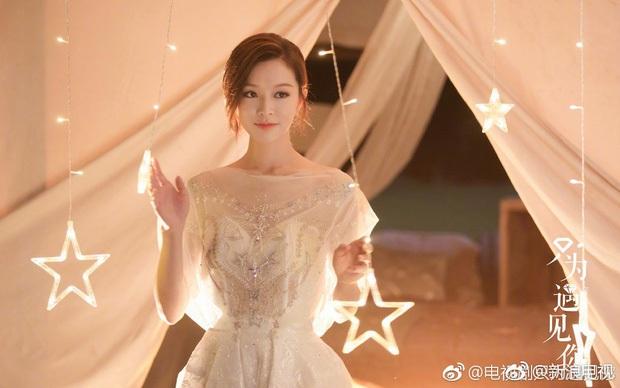 Thần tiên tỷ tỷ Văn Vịnh San: Bị Angela Baby cạch mặt, cưới thiếu gia giàu 3 đời với hôn lễ nghẹt thở và cú twist bất ngờ tuổi 33 - Ảnh 8.