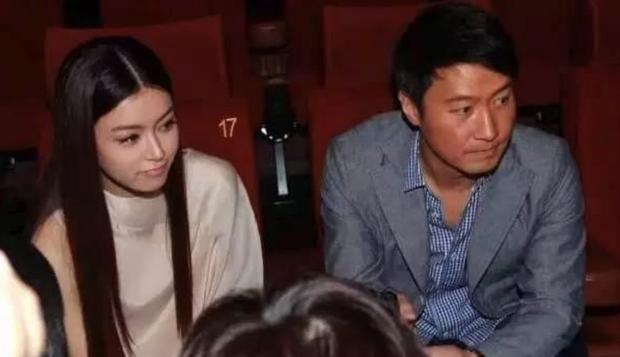 Thần tiên tỷ tỷ Văn Vịnh San: Bị Angela Baby cạch mặt, cưới thiếu gia giàu 3 đời với hôn lễ nghẹt thở và cú twist bất ngờ tuổi 33 - Ảnh 4.