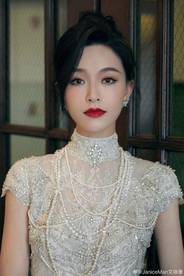 Thần tiên tỷ tỷ Văn Vịnh San: Bị Angela Baby cạch mặt, cưới thiếu gia giàu 3 đời với hôn lễ nghẹt thở và cú twist bất ngờ tuổi 33 - Ảnh 19.