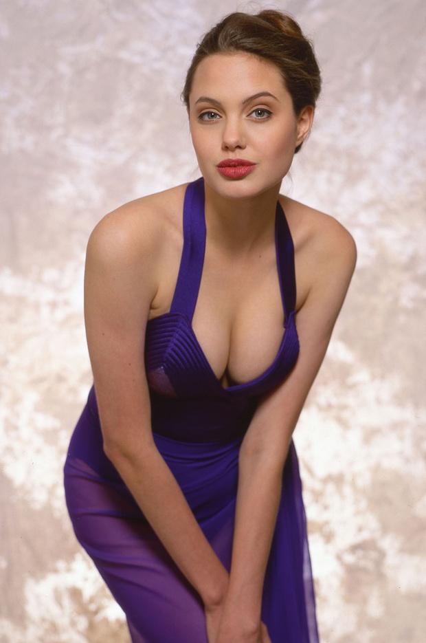 Angelina Jolie: 14 tuổi đã nổi loạn và tự tử bất thành, gái hư 2 lần đeo mác tiểu tam đến minh tinh nghị lực vượt qua ung thư - Ảnh 6.