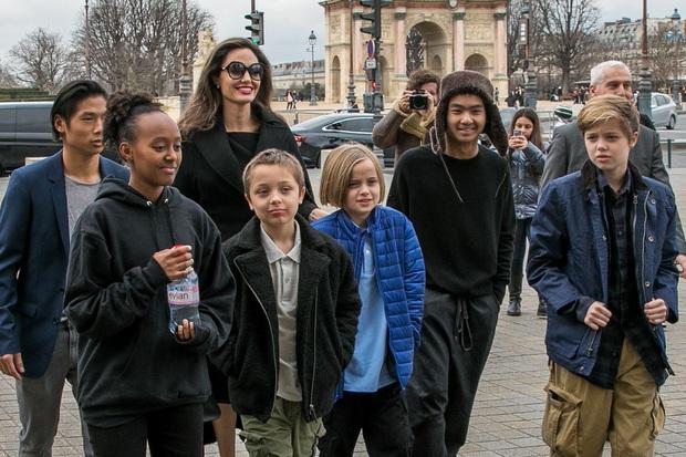 Angelina Jolie: 14 tuổi đã nổi loạn và tự tử bất thành, gái hư 2 lần đeo mác tiểu tam đến minh tinh nghị lực vượt qua ung thư - Ảnh 17.