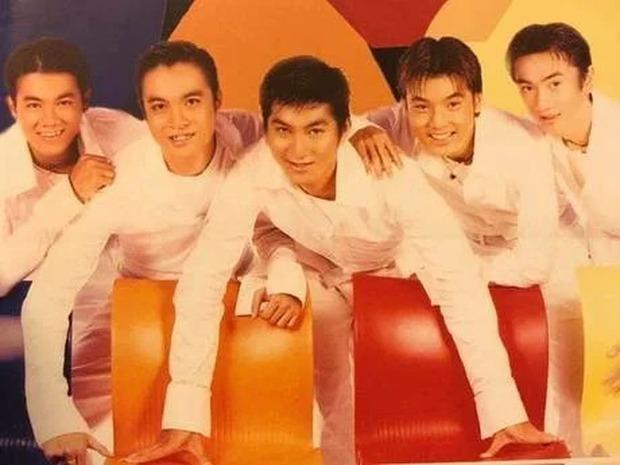 """Bìa album thời """"ơ kìa"""" của sao Việt: Mỹ Tâm nổi loạn với tóc tém, 1088 chuẩn """"oppa"""" nam thần, nhìn sang MTV """"giận tím người"""" - Ảnh 2."""