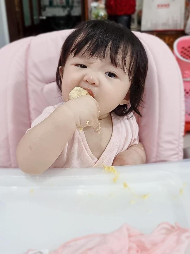 Con gái Đông Nhi lần đầu thưởng thức món trái cây thơm nức mũi kén người ăn, nhìn thòm thèm mà cưng xỉu - Ảnh 3.