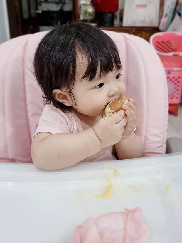 Con gái Đông Nhi lần đầu thưởng thức món trái cây thơm nức mũi kén người ăn, nhìn thòm thèm mà cưng xỉu - Ảnh 4.